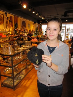 girl_in_gift_shop